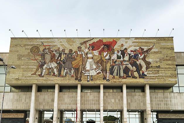 Mural 'Los albaneses'. Foto © Patrick Mreyen