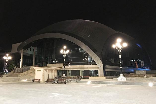 Edificio de la Ópera y Ballet de Macedonia. Foto © Patrick Mreyen