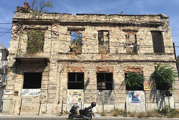 También vimos muchos edificios en ruinas, producto de la terrible guerra. Foto © Silvia Lucero