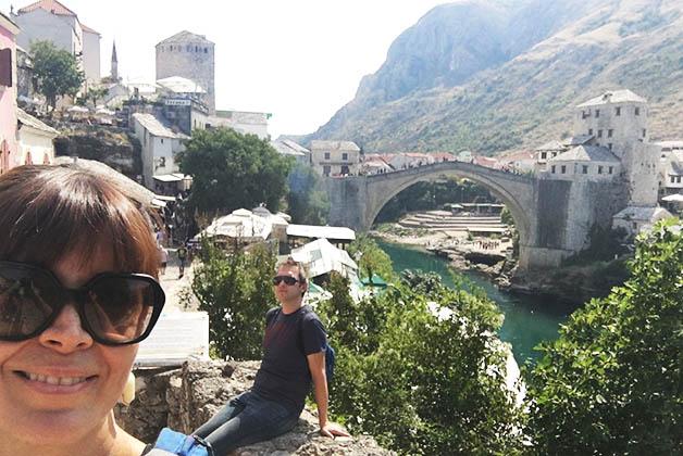Selfie con vista al puente desde el corazón del bazar. Foto © Silvia Lucero