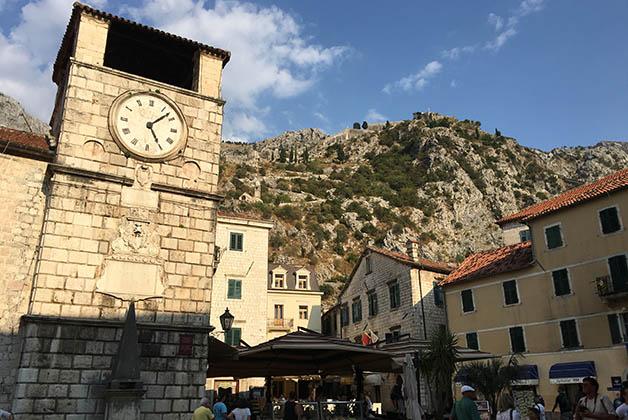 Torre del Reloj y Plaza Oruzia. Foto © Silvia Lucero