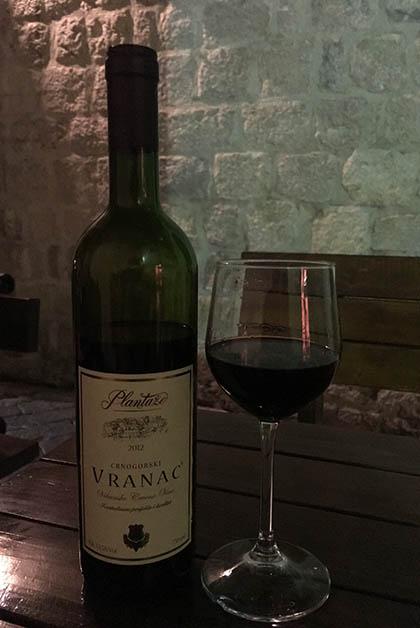 Vino de Montenegro. Foto © Silvia Lucero
