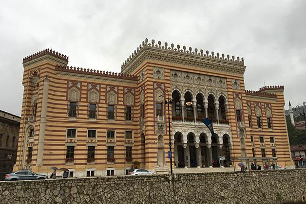Edificio del Ayuntamiento y que fue Biblioteca Nacional. Foto © Patrick Mreyen