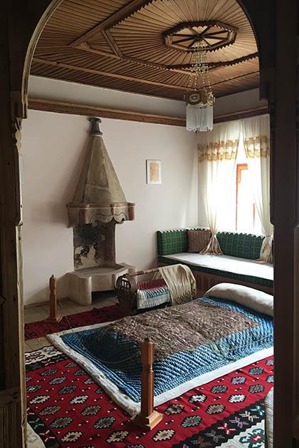 Dormitorio, parte del museo. Foto © Patrick Mreyen