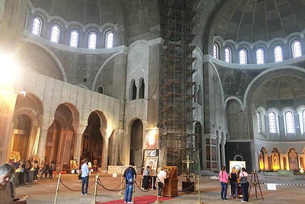 Interior del templo de San Sava. Foto © Silvia Lucero