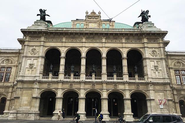 Edificio de la Ópera. Foto © Silvia Lucero