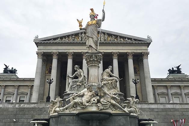 Parlamento de Viena. Foto © Silvia Lucero