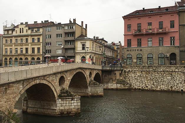 El famoso Puente Latino en Sarajevo. Foto © Silvia Lucero