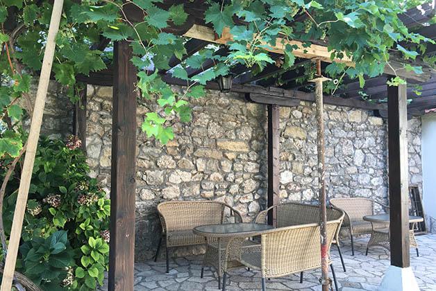 Patio en el hotel Villa Fortuna. Foto © Silvia Lucero