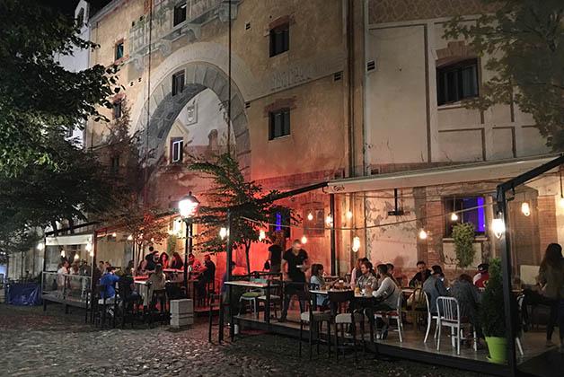 También hay muchos bares en la zona de Skardalija. Foto © Patrick Mreyen