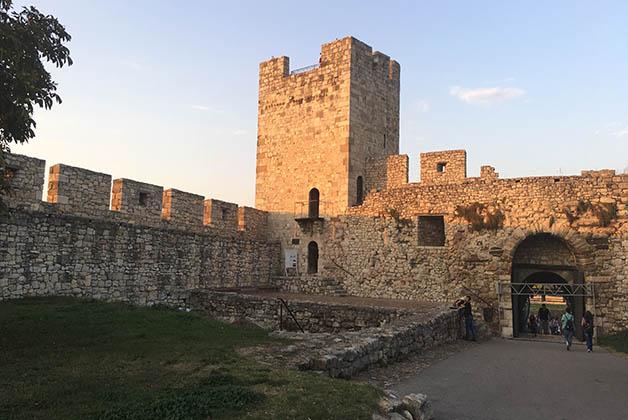 Una de las torres de la fortaleza. Foto © Silvia Lucero